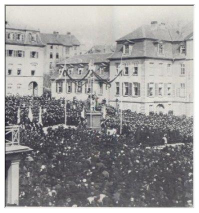 1883 wurde auf dem Opernplatz in Kassel das von Ferdinand Harzer entworfene Spohr-Denkmal enthüllt