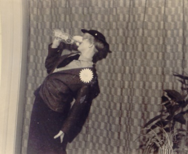 Auftritt des Kleinkünstler bei einer Familienfeier 1958